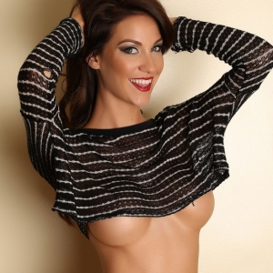 Alluring vixens: lustful curvy alluring vixen babe bethany teases the perfect under boob in her skimpy crop top.