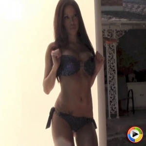 Alluring Vixens: Watch as Alluring Vixen babe Jennifer shows off her perfect curves in her skimpy bikini
