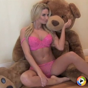 Alluring Vixens: Watch as blonde Alluring Vixen babe Allie shows off her curves in hot pink matching bra and panties