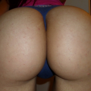 Horny girlfriend takes selfshot pictures of her big round perfect ass